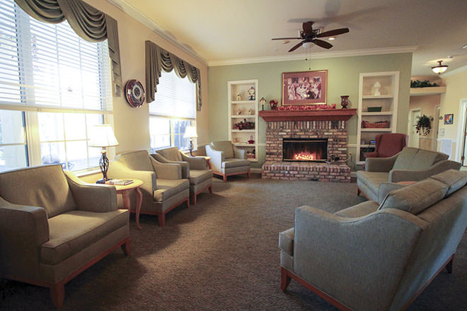 Brookdale Fort Myers Lakes Park Community Living Room