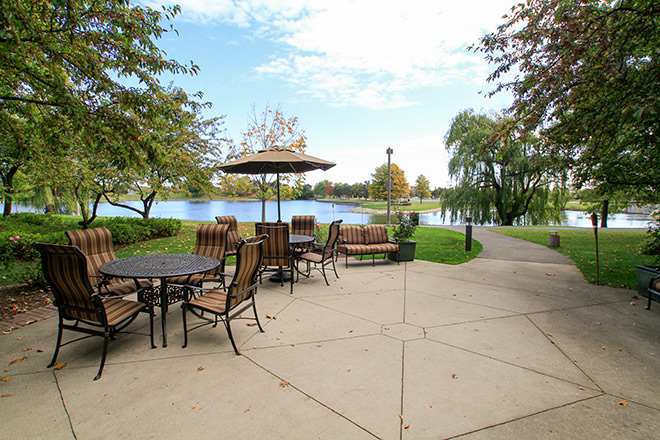 Brookdale Hawthorn Lakes  Lake View Patio