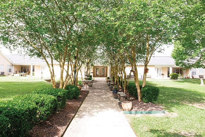 Brookdale Lake Charles Courtyard
