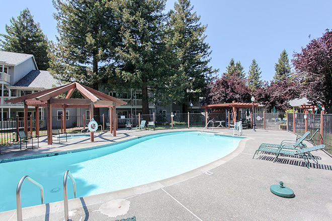 Brookdale Rohnert Park Pool
